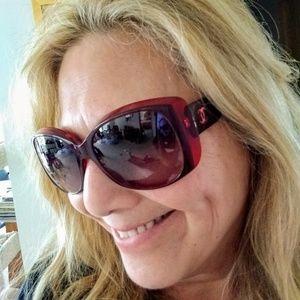 💯 authentic CHANEL Sunglasses- Wine color!